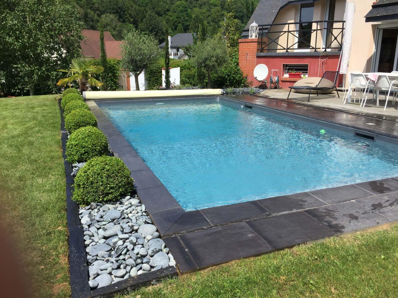 jardin en bord de piscine. Black Bedroom Furniture Sets. Home Design Ideas