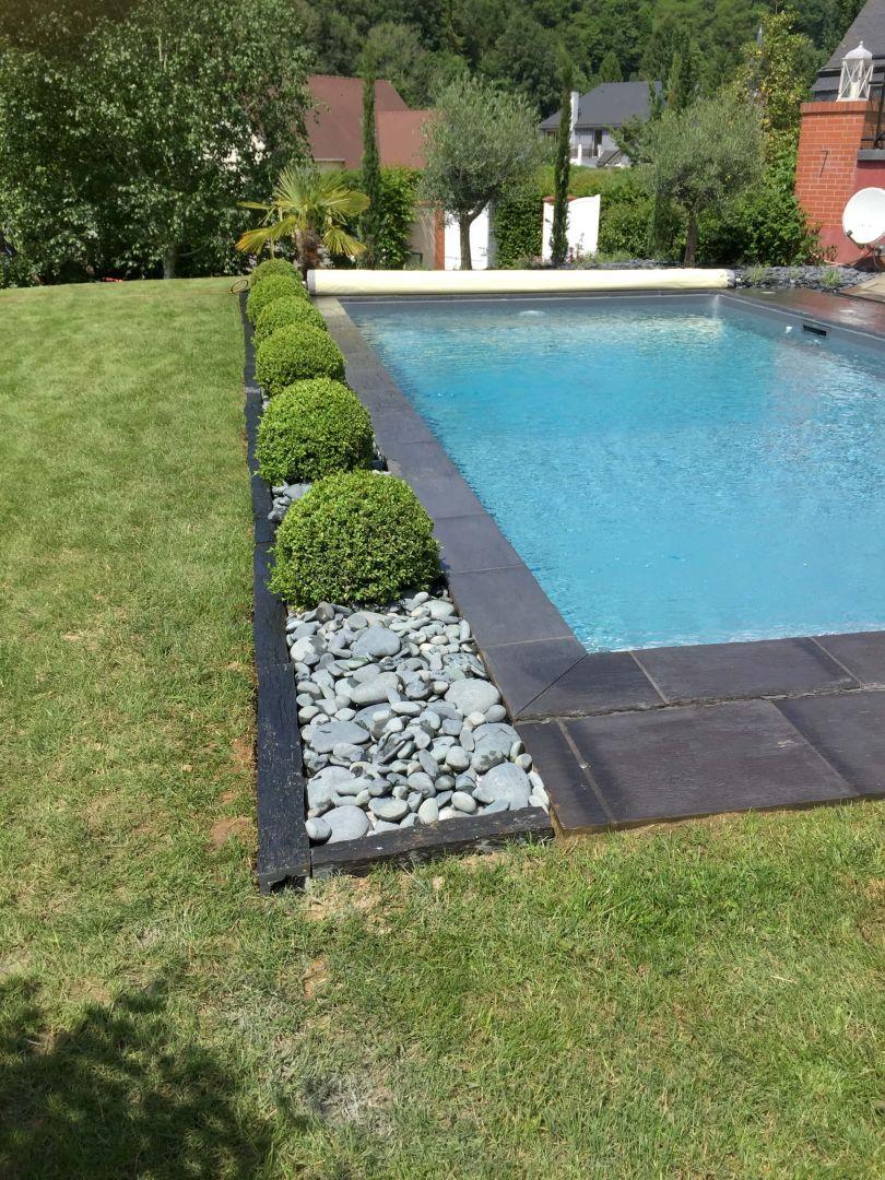 Jardin en bord de piscine for Abord de piscine